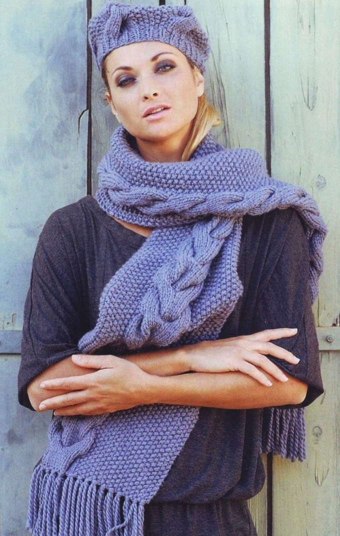 How to tie a beautiful scarf on the needles