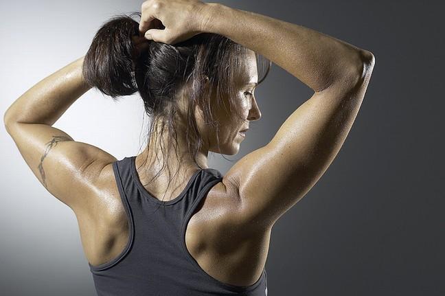 Как удалить запах от пота на одежде