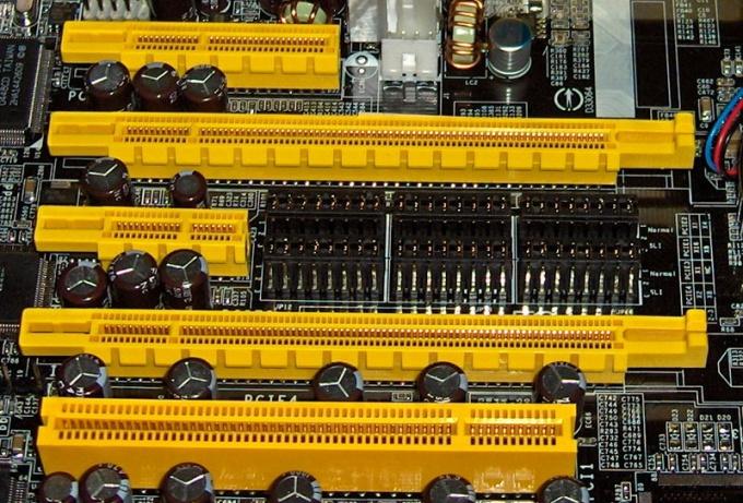 2 и 4 разъемы - x16 PCI-E
