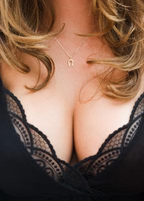 Не всегда большая грудь оказывается в радость