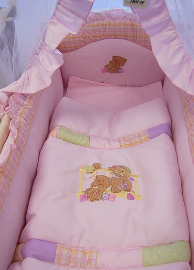 Уютная кроватка младенца