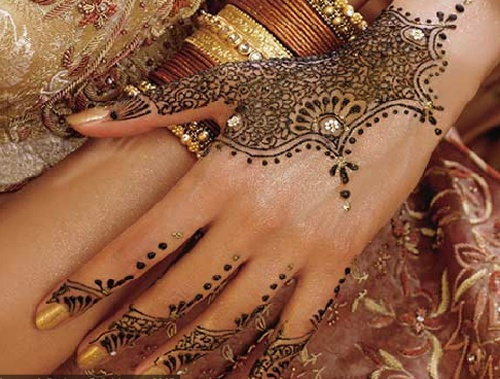 How to draw henna on the body