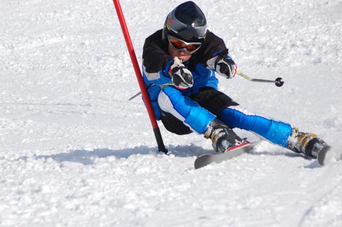 Горные лыжи - захватывающий и увлекательный вид спорта