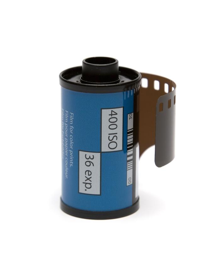 Перед проявкой пленку нужно в темноте размотать из кассеты