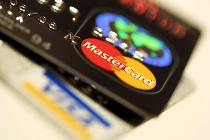 Как расплачиваться кредитными картами