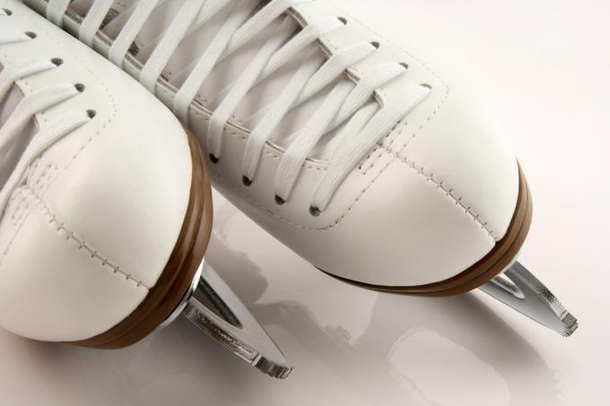 Как шнуровать коньки