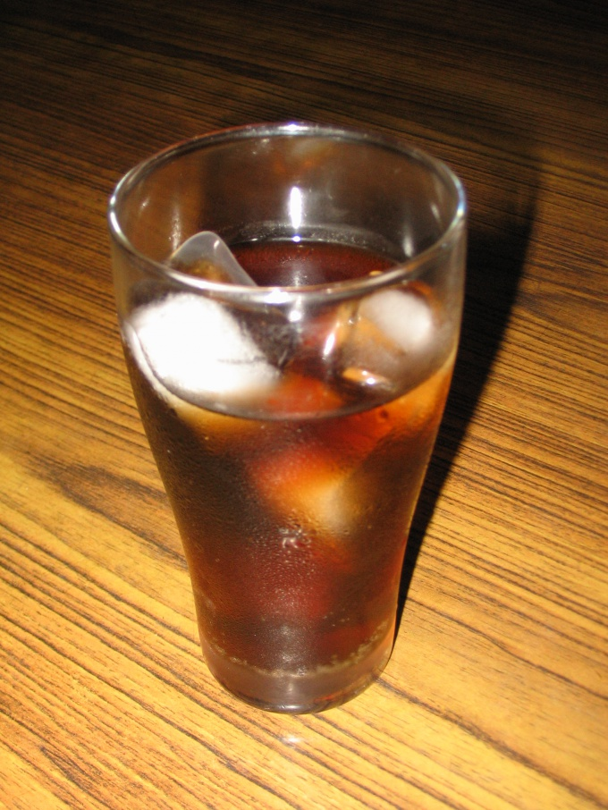 Стакан прохладительного напитка.