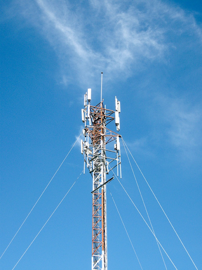 The sensitivity of the antenna largely depends on the effective height