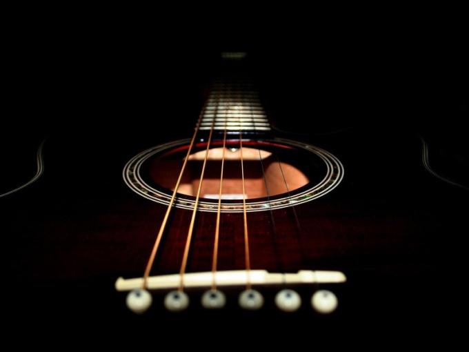 Как научиться настраивать гитару