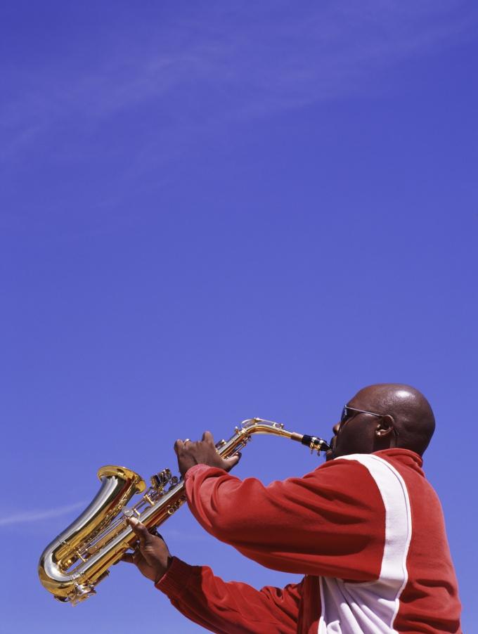 Кто не мечтал бы уметь играть на саксофоне!