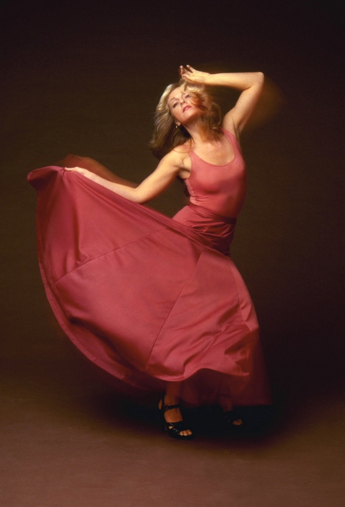 Научиться танцевать можно и дома
