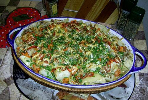 Вкусное и нежное филе рыбы, запеченное вместе с овощами