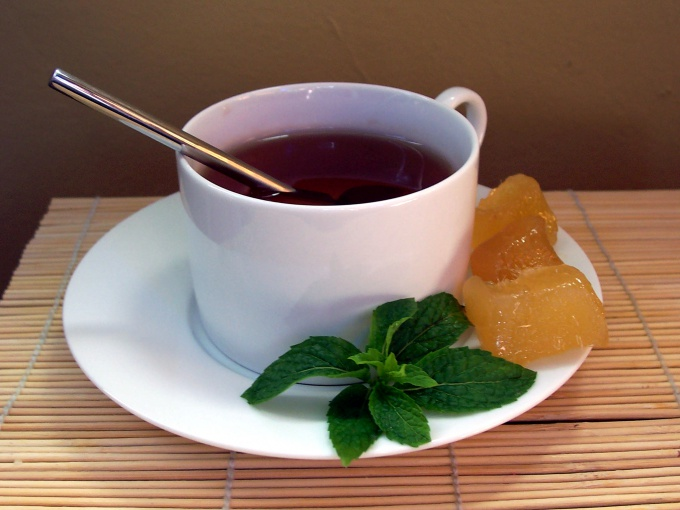 How to drink tea with ginger