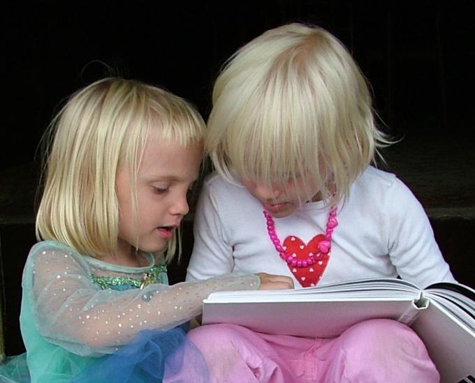 Помогите с чтением старшему ребенку, он научит остальных