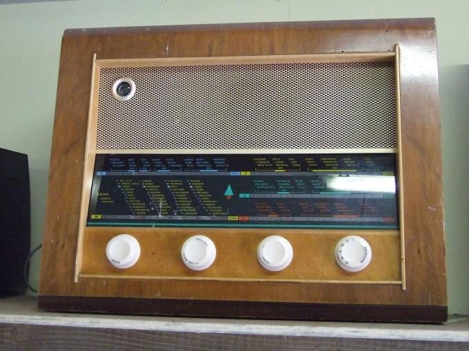 Для организации трансляции используйте старый ламповый радиоприемник