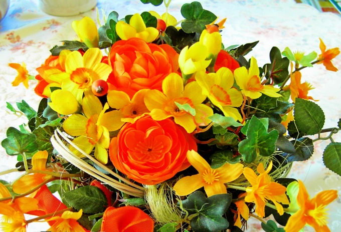 To make a beautiful bouquet you can help the imagination and good taste