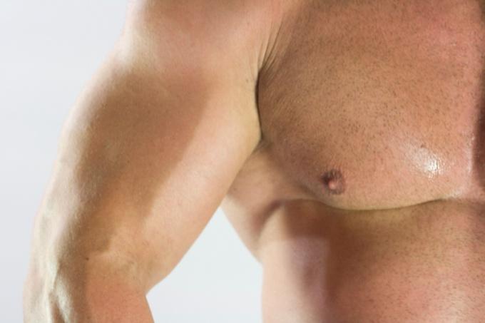 Как накачать низ груди