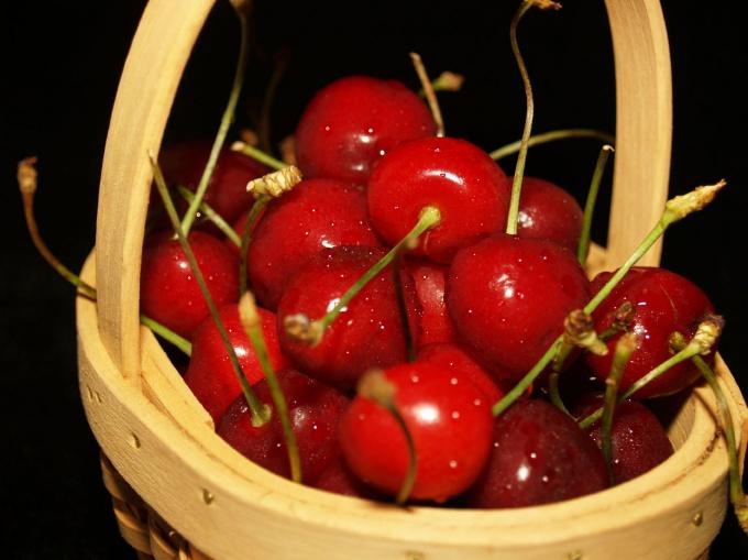 Отберите самые спелые ягоды