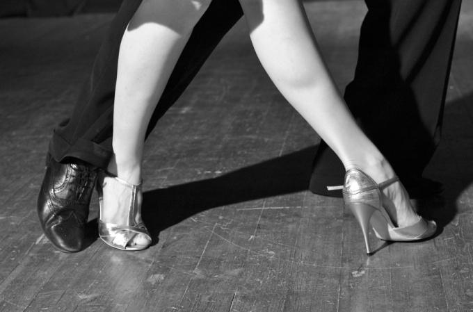Как обучиться легко танцевать