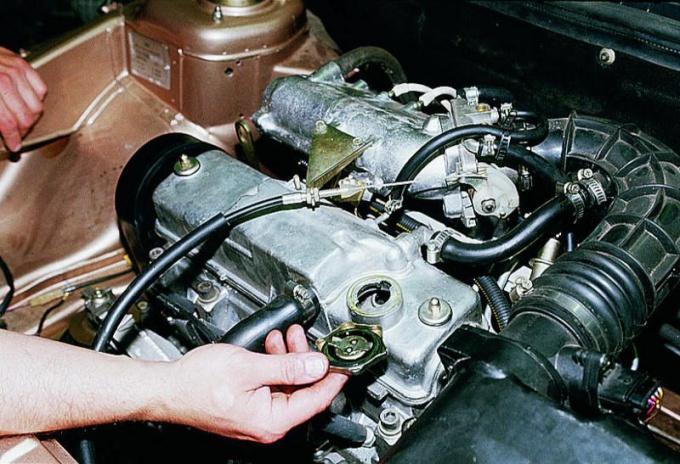 Как заменить масло в автомобиле