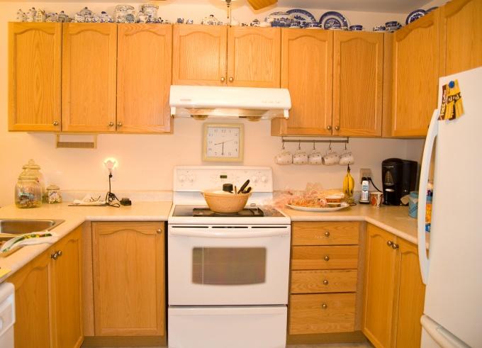 Интерьер кухни во многом зависит от цвета стен