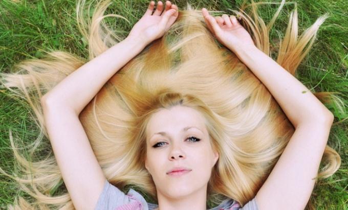 Длинные волосы особенно нуждаются в уходе и профилактие секущихся концов