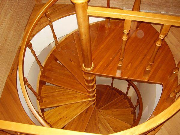 Как построить лестницу на <strong>даче</strong>