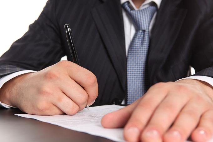 Предприниматель заполняет декларацию