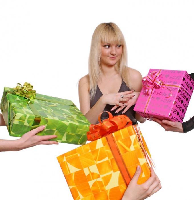 Как намекнуть парню на подарок