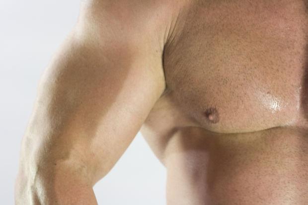 Накачать мышцы дозволено с поддержкой примитивных ежедневных упражнений