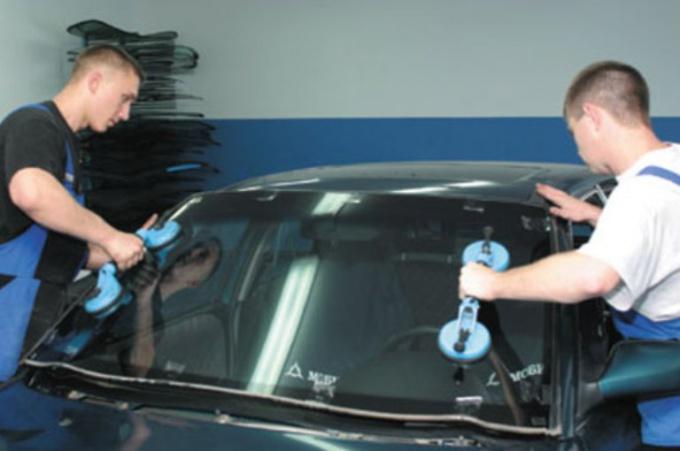 Как поставить лобовое стекло