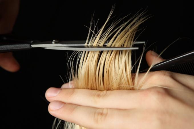 Перед визитом к парикмахеру стоит тщательно посмотреть на себя в зеркало