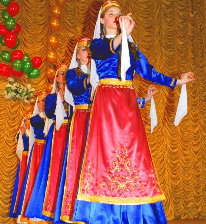 Как танцевать армянские танцы