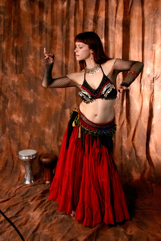 Как научиться восточному танцу дома?