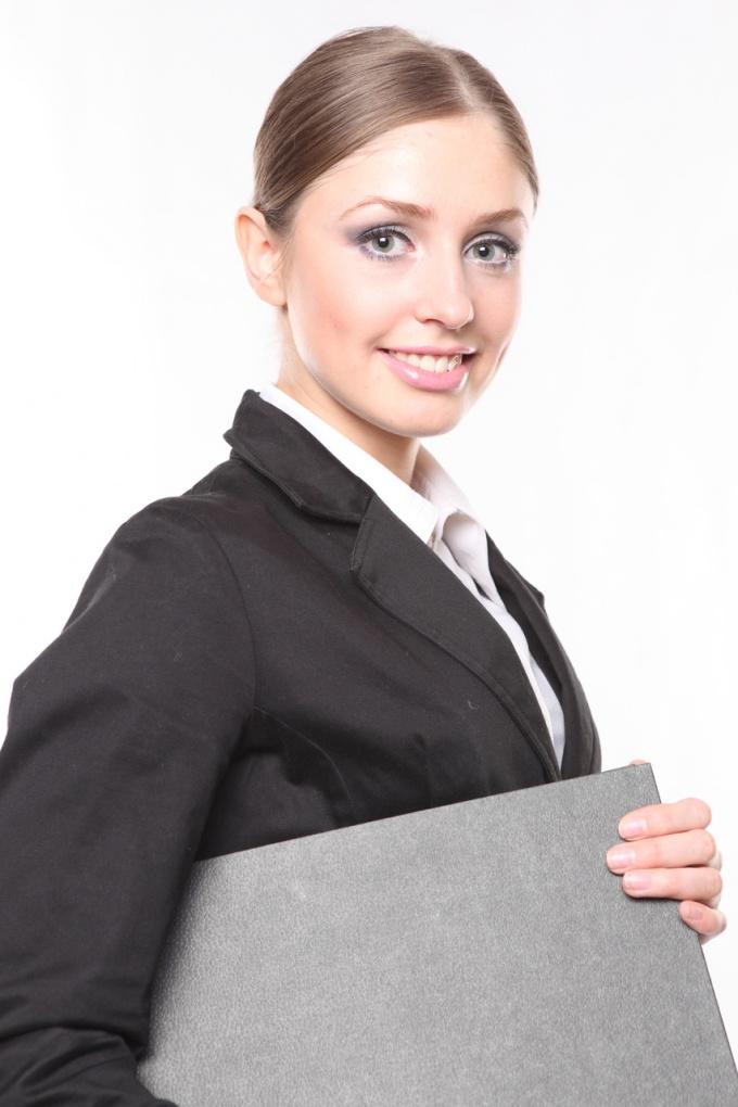 Предприниматель сдает уточненную декларацию в налоговую инспекцию