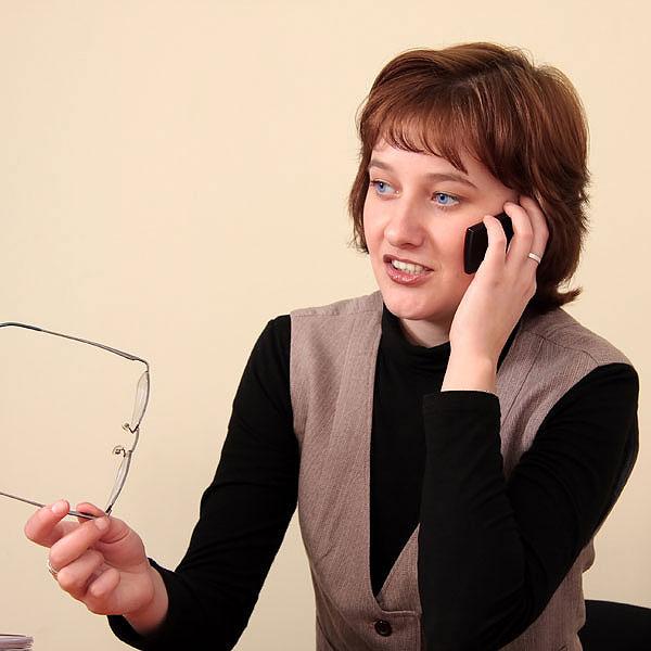По телефону можно заказать телеграмму-подзравление в виде открытки.