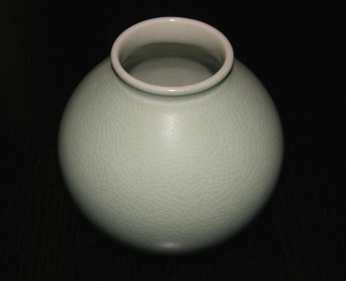 Для первого рисунка выберите вазу простой формы