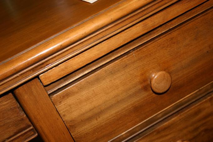 Обновить мебельную стенку дозволено своими руками.