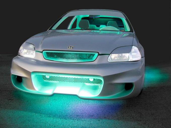 Неоновая подсветка делает авто привлекательным
