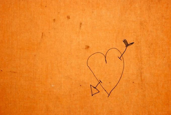 Если вы влюблены, нарисуйте стрелочку, пронзающую сердце