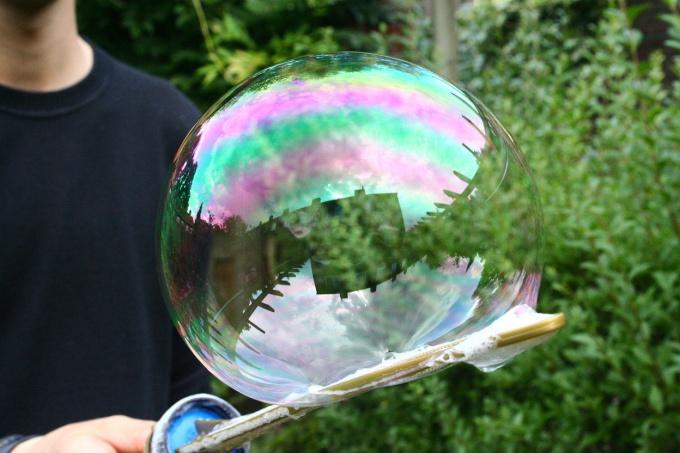 Секрет больших мыльных пузырей - состав и прибор для выдувания