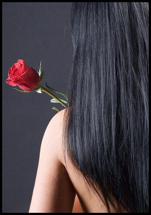 Черная хна сделает волосы ухоженными и блестящими.