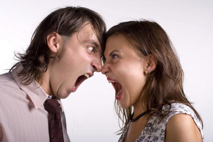 Частые вспышки агрессии могут поставить под угрозу важные отношения.