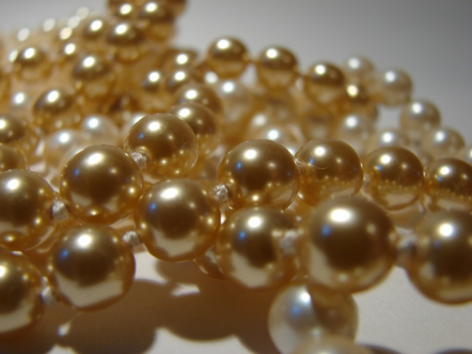 Faux pearls looks no worse than natural
