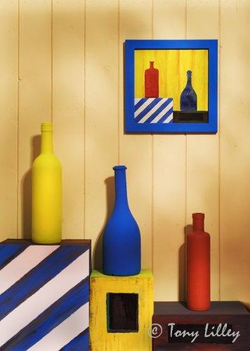 Расписанные бутылки помогут создать стильный интерьер.