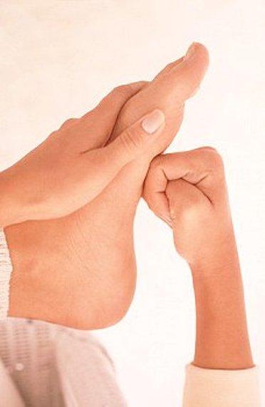 Массаж стопы укрепляет ее мышечно-связочный аппарат