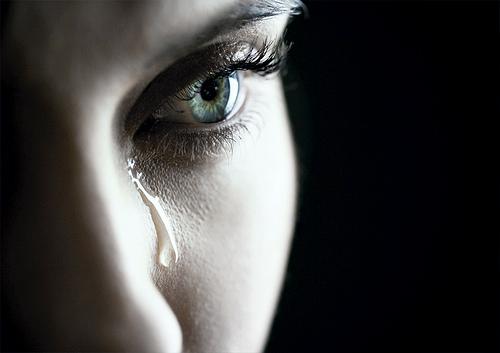 Как остановить слезы