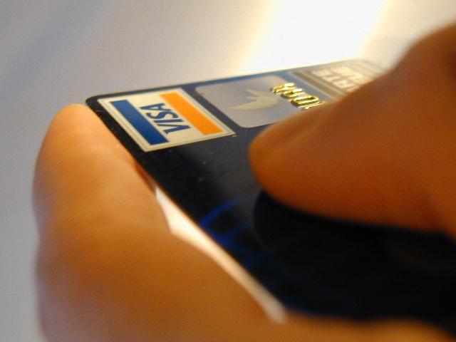 Оплатить домашний интернет можно с помощью банковской карты