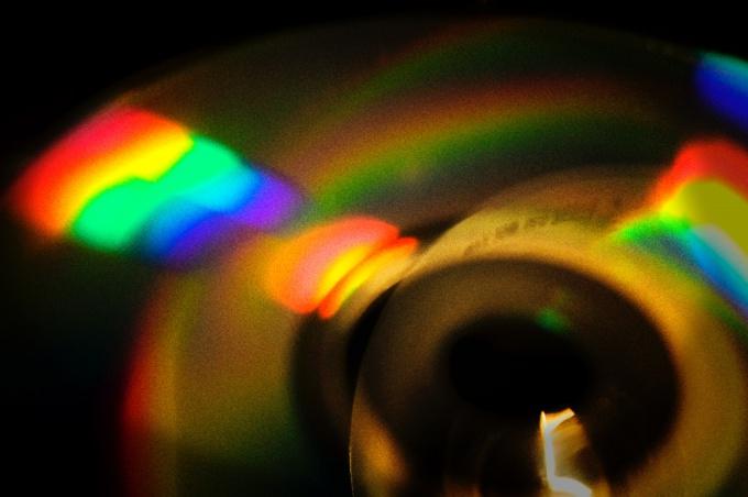 Эксперименты со спектром необходимо проводить в затемненной комнате