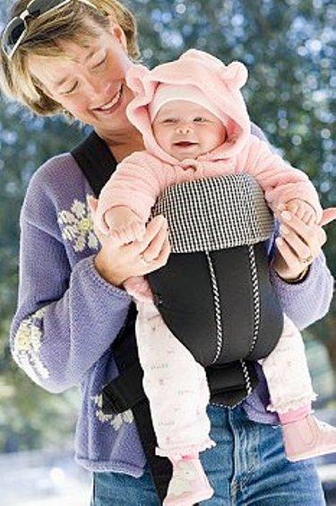 Прогулки на свежем воздухе и солнце - лучшая профилактика рахита малышей